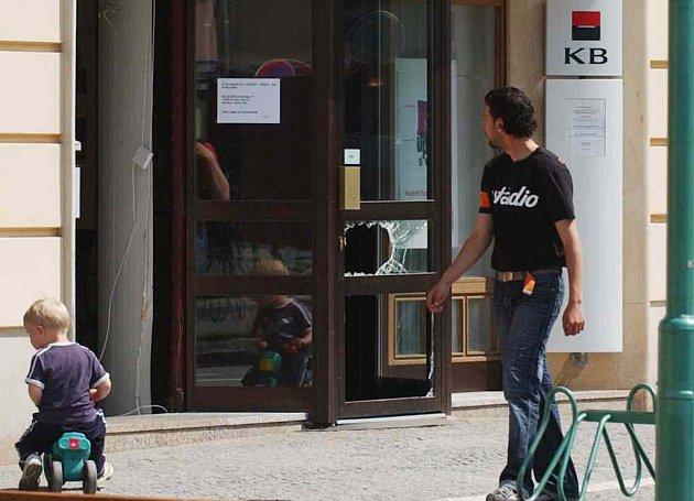 Vyloupená banka v Třebechovicích.