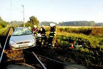Havárie osobního automobilu na železničním přejezdu v Třebechovicích pod Orebem.