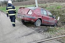 Střet osobního automobilu a vlaku na železničním přejezdu v obci Světí.