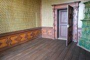 Opravená podlaha v hostinském pokoji.