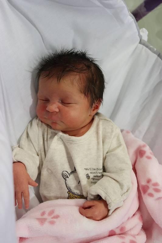 TEREZA PETRÁSKOVÁ se narodila 14. září ve 4.37 hodin. Měřila 46 cm a vážila 2860 g. Velmi potěšila své rodiče Veroniku a Pavla Petráškovy z Valů u Přelouče. Doma se těší sestřičky desetiletá Natálie a pětiletá Nela.