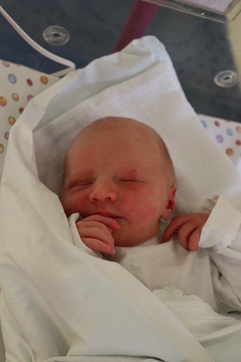 STELLA JANATOVÁ se narodila 18. srpna ve 12.00 hodin. Měřila 48 cm a vážila 3120 g. Velkou radost udělala svým rodičům Ivetě a Robertu Janatovým z Hradce Králové. Doma se těší sourozenci Robík a Karolínka.
