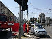 Smrt na přechodu: osobní vozidlo srazilo chodkyni.