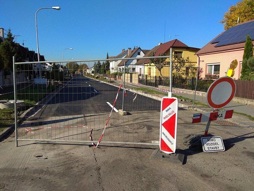 Do konce týdne mají z Úprkovy ulice zmizet zákazové značky.
