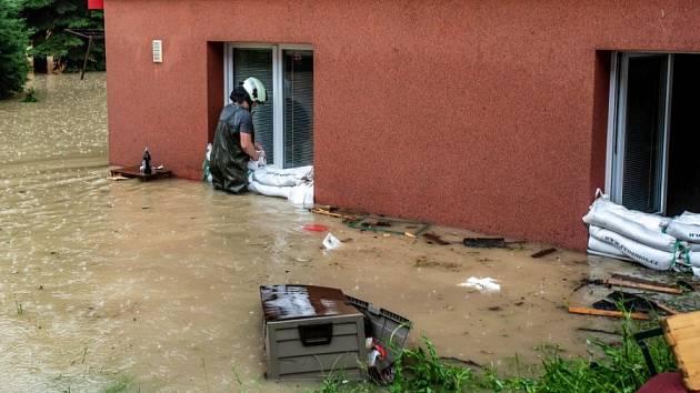 Hasiči vyjížděli kvůli povodním k více než 150 výjezdům