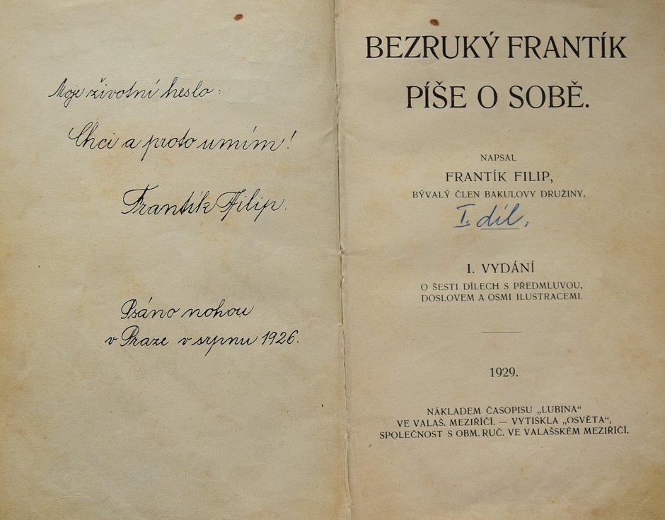 František do svých knih vpisoval věnování