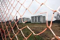 V těsné blízkosti obytné části v Březhradě na Královéhradecku chce firma ThyssenKrupp Ferrosta, s. r. o. vybudovat obří sklady. Obyvatelé Březhradu jsou proti výstavbě.