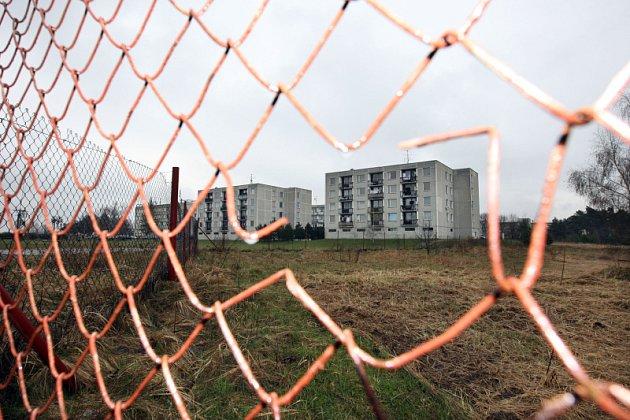 Březhrad: Stavba skladiště, Referendum odtržení