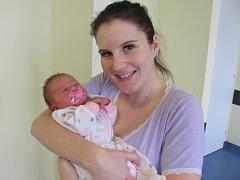 IRENA ZVÁROVÁ se narodila v neděli 17. ledna v 8.41 hodin s mírami 49 centimetrů a 3270 gramů. Z nového přírůstku se raduje maminka Irena a bratříček Jan z Pardubic.