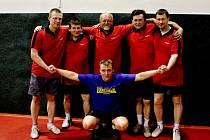 Stolní tenisté KHP/VaK - zleva Pospíšil, Loskot, Hrdý, Kyksa, Peštuka, v podřepu Příborský (na snímku chybí Marek a Barák).