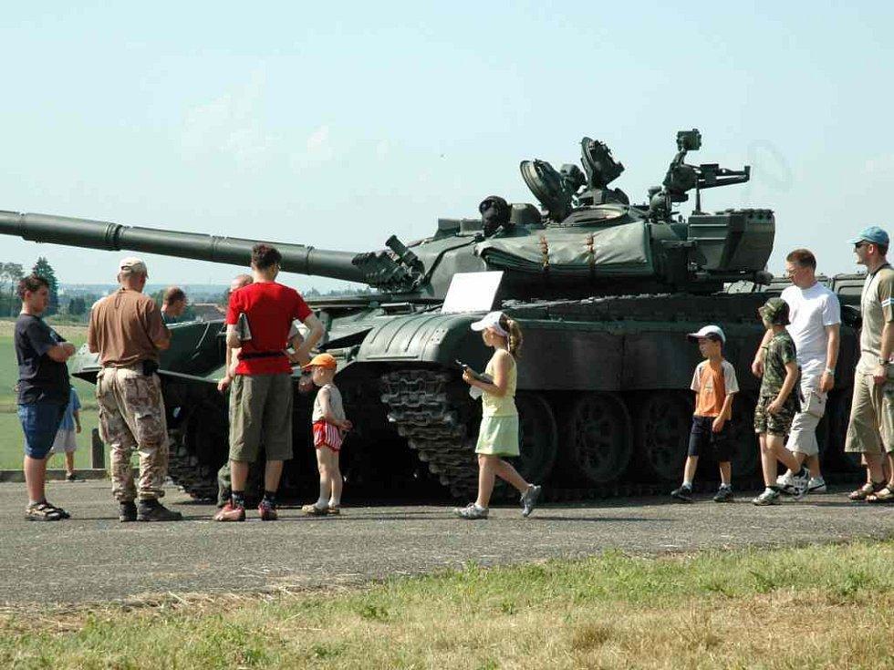 Dětský den s vojenskou technikou v Ruseku