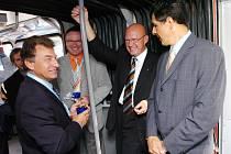Slavnostní zahájení projektu Trolejbus č. 50, který Informační kancelář Evropského parlamentu připravila jako další akci k oslavám 50. výročí Římské smlouvy. Europoslanec Oldřich Vlasák 01