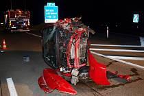 Havárie osobního automobilu na 67. kilometru dálnice D11.