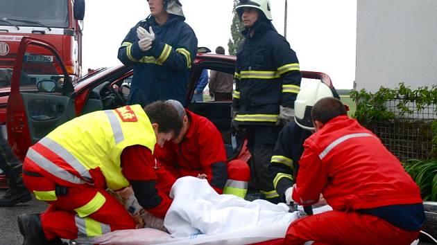 Dopravní nehoda ve středu večer na silnici č. 11 u křižovatky na Lhotu pod Libčany.