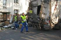 Mobilní svozy nebezpečných a objemných odpadů.