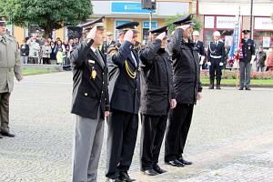 Slavnostní předávání medailí na Masarykově náměstí v Hradci Králové.