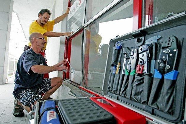 Do budovy Zdravotnické záchranné služby Královéhradeckého kraje byl nainstalován BabyBox.