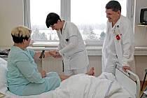 V hradecké nemocnici podalo výpověď 186  lékařů.