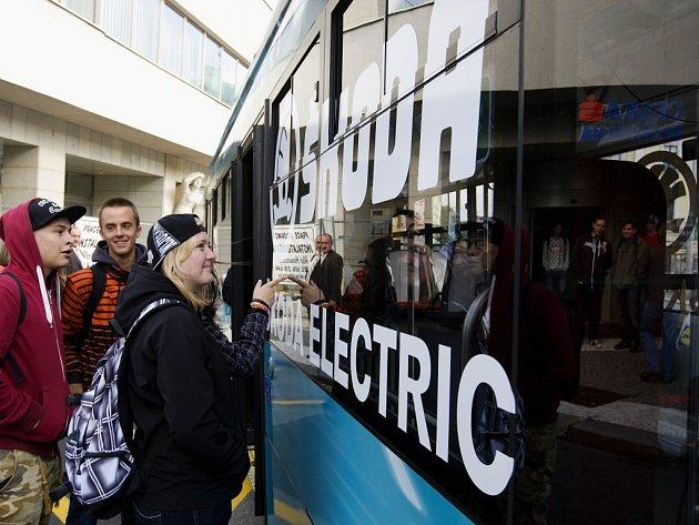 Představení elektrobusu Škoda Perun v Hradci Králové.