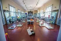 SKLOLETÍ / 100 let sklářské školy v Železném BroděStřední uměleckoprůmyslová škola sklářská v Železném Brodě v letošním roce připomíná 100. výročí od svého založení.