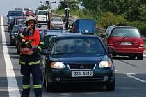 Řetězová dopravní nehoda šesti aut v Plačic