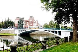 Tyršův most přes Labe v Hradci Králové.