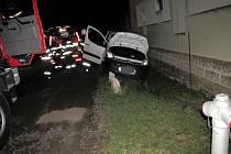 Havárie osobního automobilu v obci Divec.
