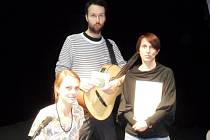 Křtu nového CD i celého programu se osobně účastnila řada umělců. Na snímku je úplně vpravo dcera skladatele Jiřího Bulise.