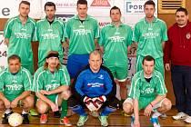 Hradecká Prost Fain liga firem: Vítězný T.T.I.Team poskládaný manažerem Milošem Plecháčkem (vpravo).
