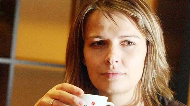Bez šálku kávy někdo nedokáže začít den. Ilustrační foto.