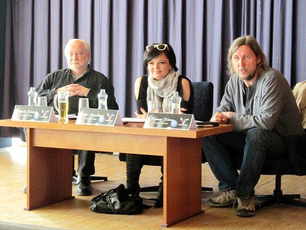 Porotci soutěže - zleva: Zdeněk Všelicha, Silvie Dymáková a Roman Vávra.