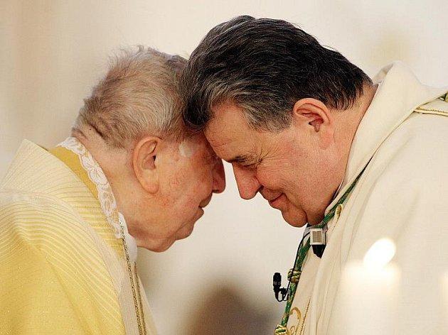Druhý služebně nejstarší biskup světa Karel Otčenášek oslavil 1.května 2010 v Hradci Králové tři jubilea – 90 let věku, 65 let kněžské služby a 60 let biskupské služby.