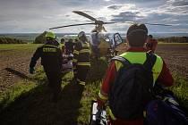 Na místě došlo ke srážce dvou osobních vozidel a jednoho motocyklu. Jednotky zajistily místo události a zabezpečily havarované dopravní prostředky. Pro zraněného motocyklistu přiletěl vrtulník letecké záchranné služby.
