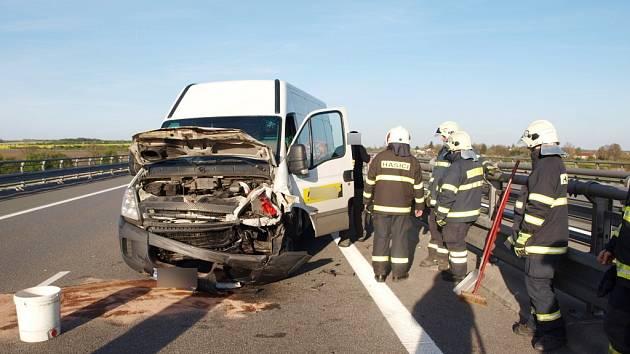 Havárie dodávky na 60. kilometru dálnice D11.