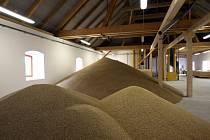 Jedna z nejmenších sladoven v České republice ze sebe oprášila poslední zbytky popela a znovu rozjíždí výrobu.
