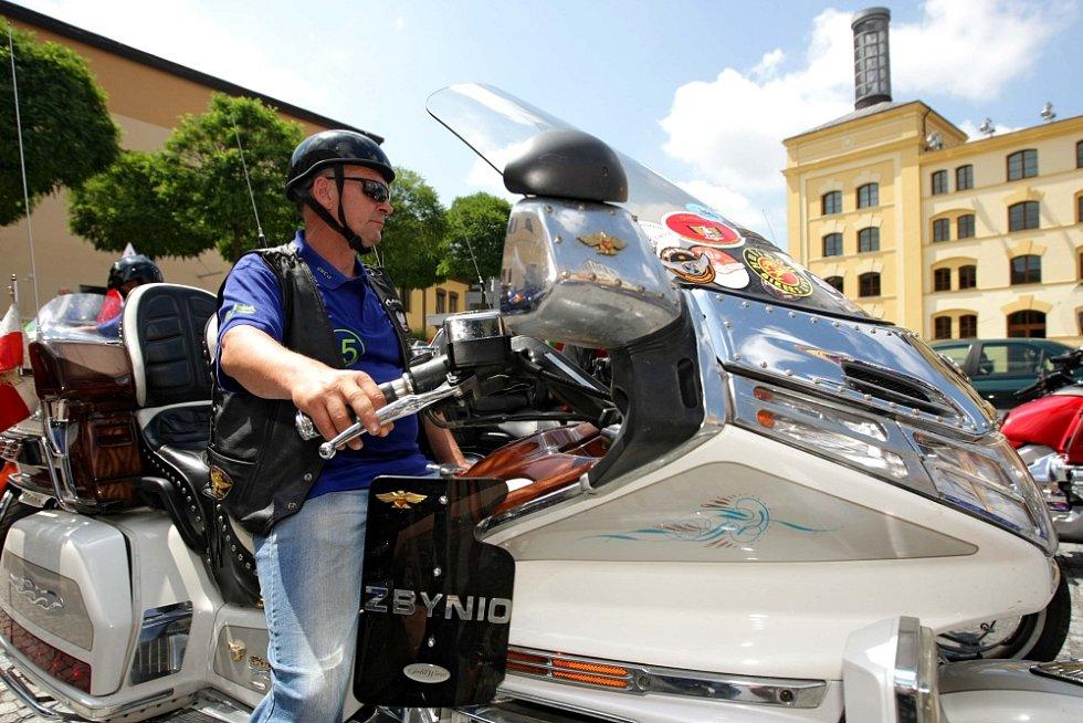Dostaveníčko motocyklů značky Honda v Hradci Králové.
