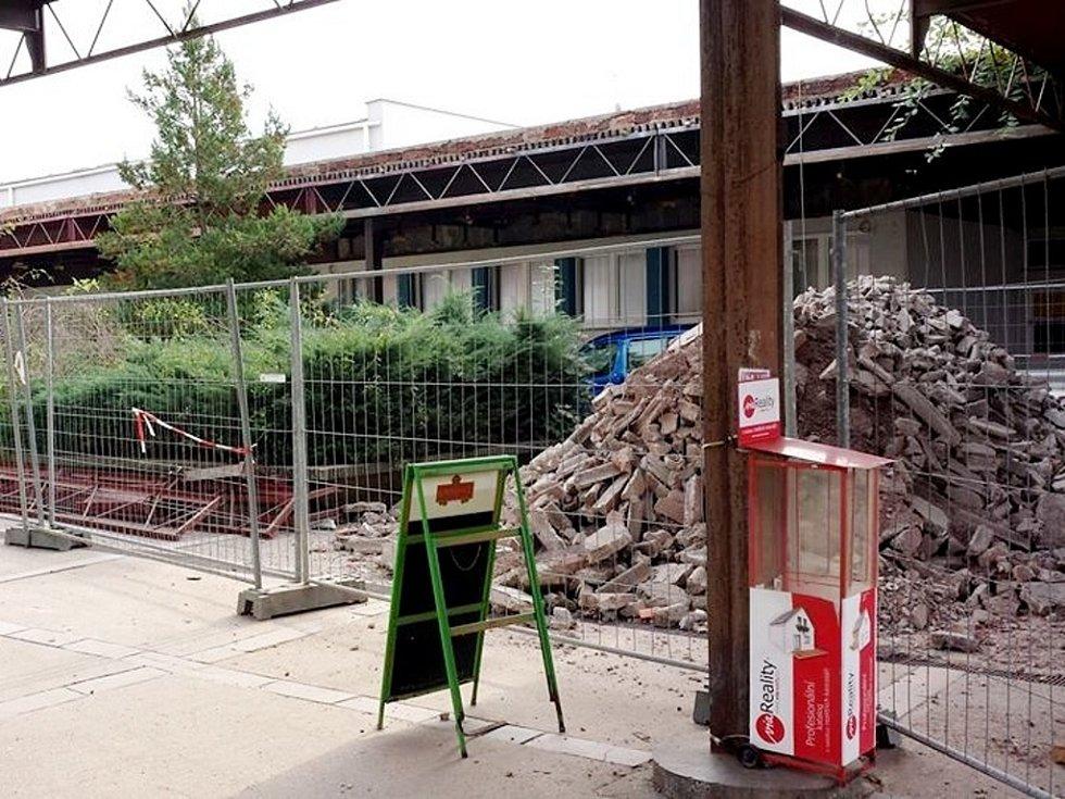 """Stavební práce v areálu """"Malšovická"""" v Hradci Králové."""