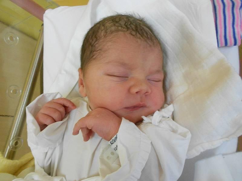 AMÁLIE MARKOVÁ se narodila 5. října ve 23.43 hodin. Měřila 51 cm a vážila 3500 g. Velmi potěšila své rodiče Beátu a Jaromíra Markovy z Bohuslavic. Tatínek to u porodu zvládl úžasně.