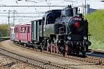 Velcí i malí milovníci historických vlaků se mohli 7.května svézt ve východních Čechách starodávnou soupravou.