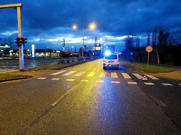 Střet osobního automobilu sopilým chodcem vhradecké Pilnáčkově ulici.