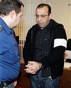 Alexandru Bertokovi a Robertu Lexovi hrozí až dvanáct let vězení.