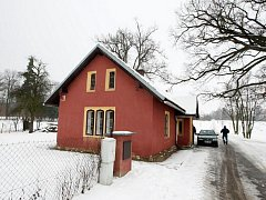 Bývalá strážnice v areálu zámku na Hrádku u Nechanic.