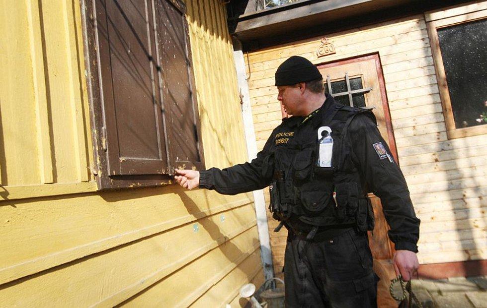 V Hradci Králové ve čtvrtek dopoledne udělala preventivní kontrolu chat a chalup Policie České republiky.