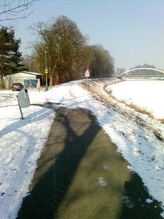 V zimě se stezka směrem na Plácka neudržovala.