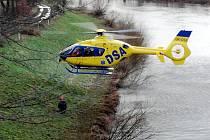 Výcvik záchranářů LZS v provádění speciálních letových činností.