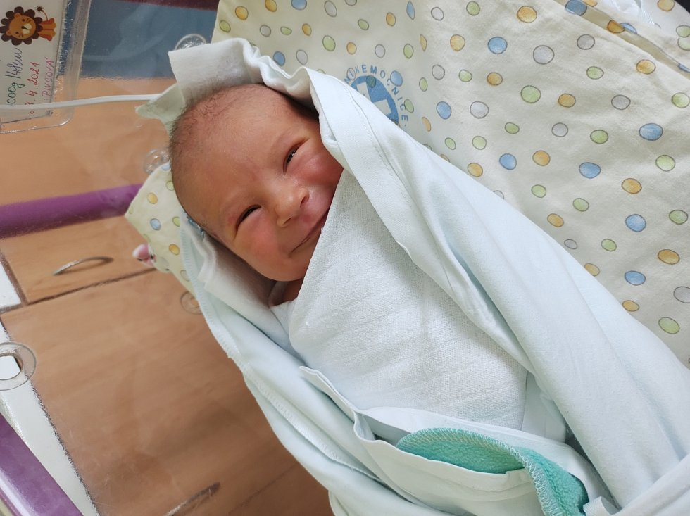 ARTHUR DONAJ se narodil 29. dubna 2021 v 10:57 hodin ve Fakultní nemocnici v Hradci Králové. Chlapeček vážil 3 kg a měřil 48 cm. Šťastní rodiče se jmenují Darja Pivcová a Jiří Donaj.