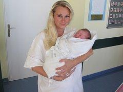 KAREL TŘÍSKA poprvé otevřel oči ve středu 16. září v 6.45 hodin. Měřil 51 centimetrů, vážil 3730 gramů a z jeho narození se raduje maminka Růžena Třísková, tatínek Karel Tříska a sestřička Růženka z Loučic.