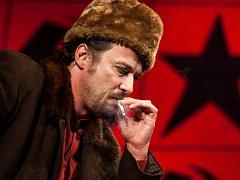 Představení Vítězný únor v hradeckém Klicperově divadle.