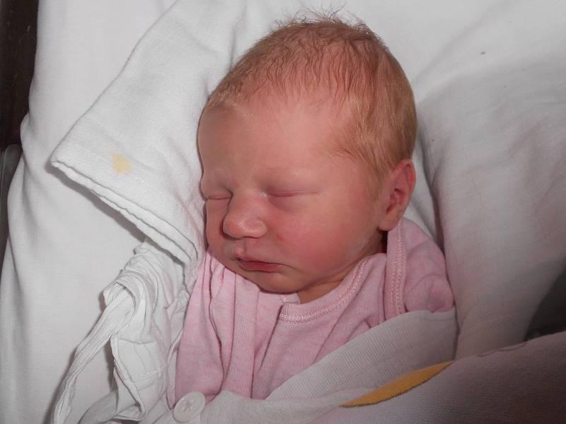 MALVÍNA KRÁTKÁ poprvé spatřila světlo světa 13. září v 17.03 hodin. Měřila 50 cm a vážila 3030 g. Potěšila své rodiče Anetu a Ondřeje Krátké z Hradce Králové. Doma se těší sestřička Anna. Tatínek byl u porodu velkou oporou.