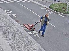 Neznámý pachatel odcizil v Hradci Králové dva drahé paletové nakladače.